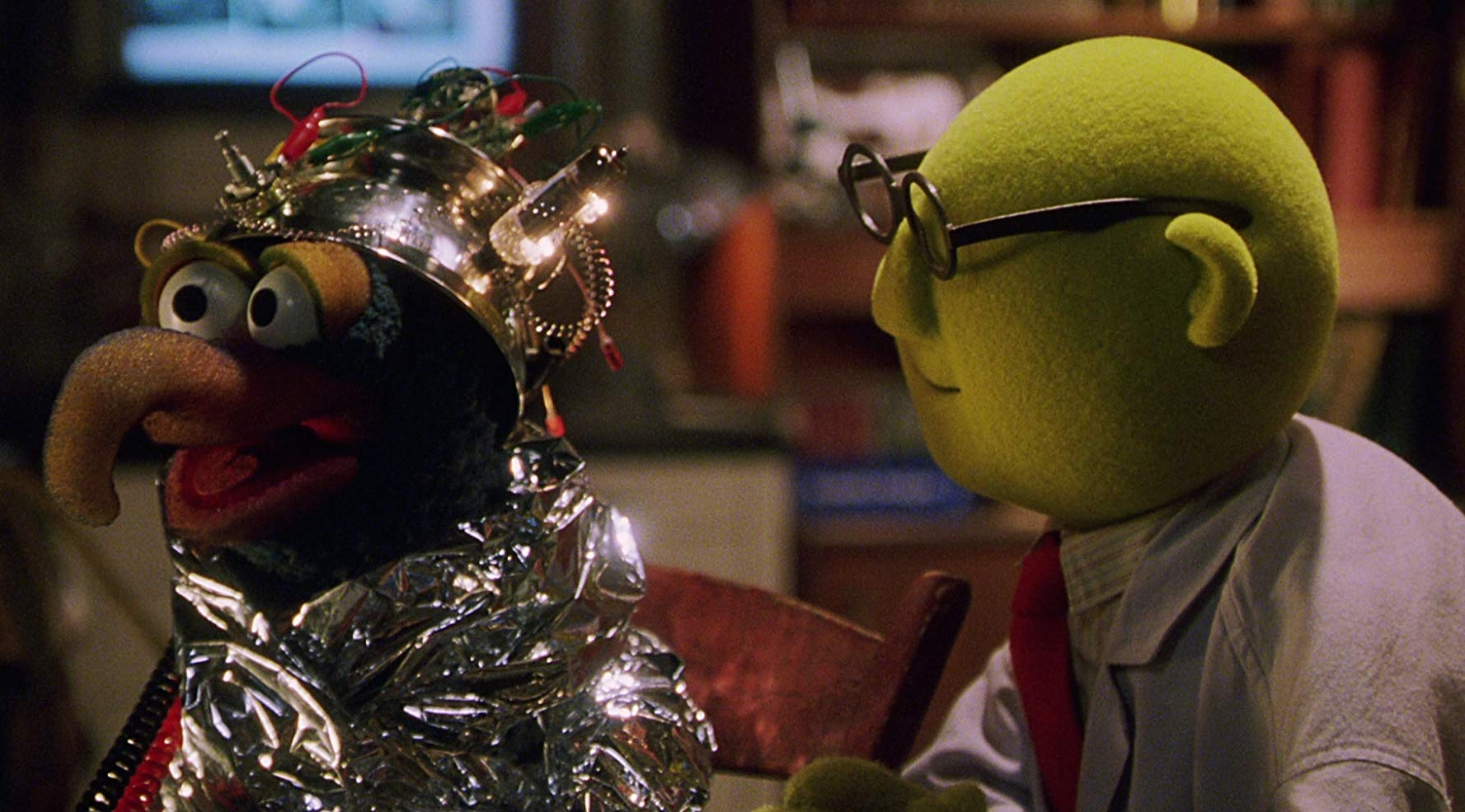 Gonzo and Dr Benson Honeydew in Muppets from Space (1999)