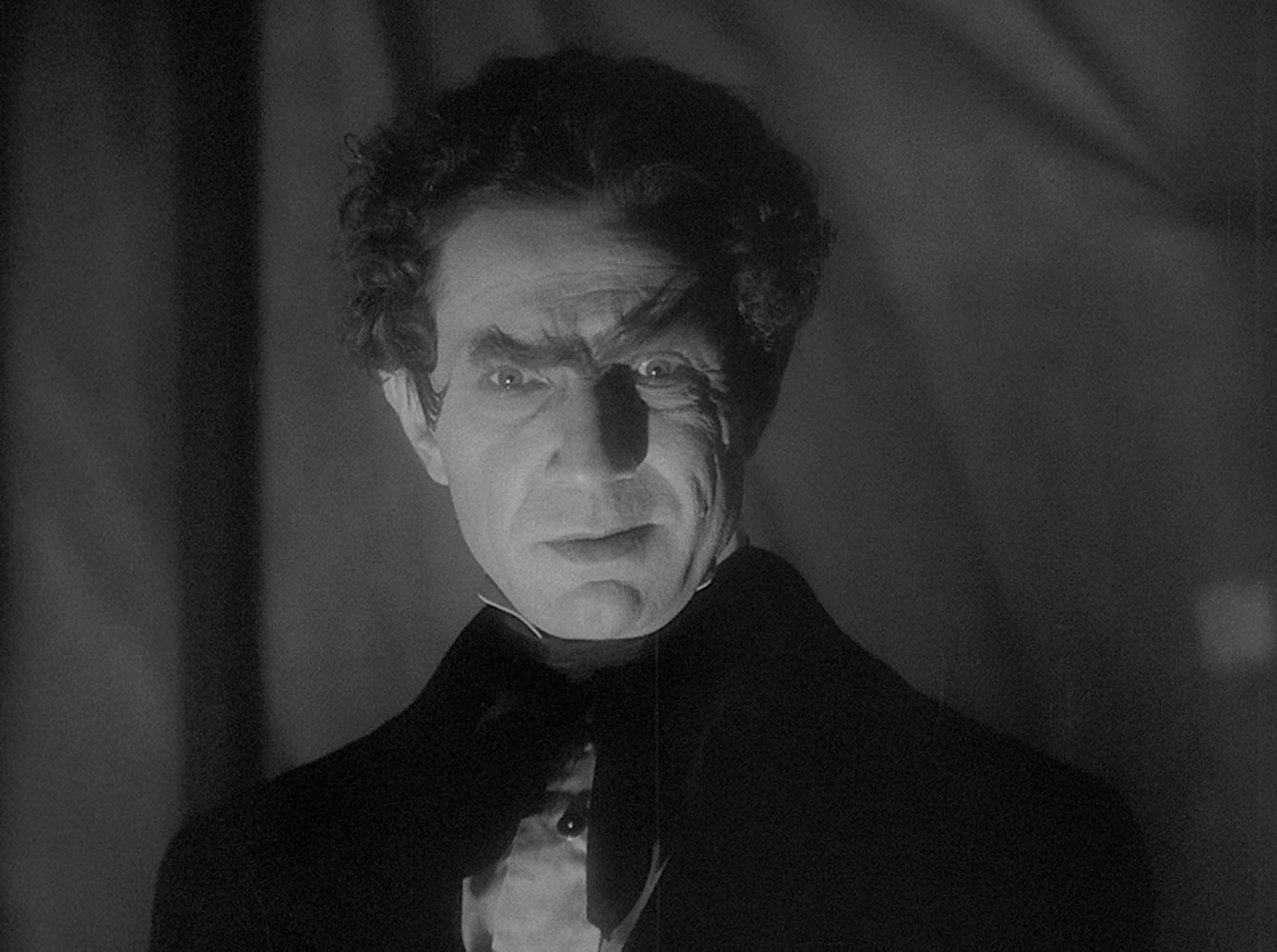 Bela Lugosi as Dr Mirakle in Murders in the Rue Morgue (1932)