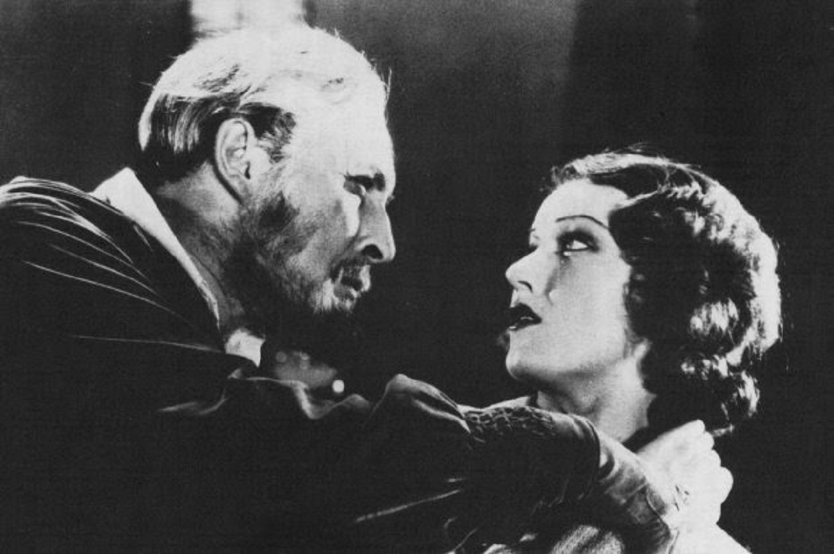 Igot (Lione Atwill) menaces Fay Wray in Mystery of the Wax Museum (1933)