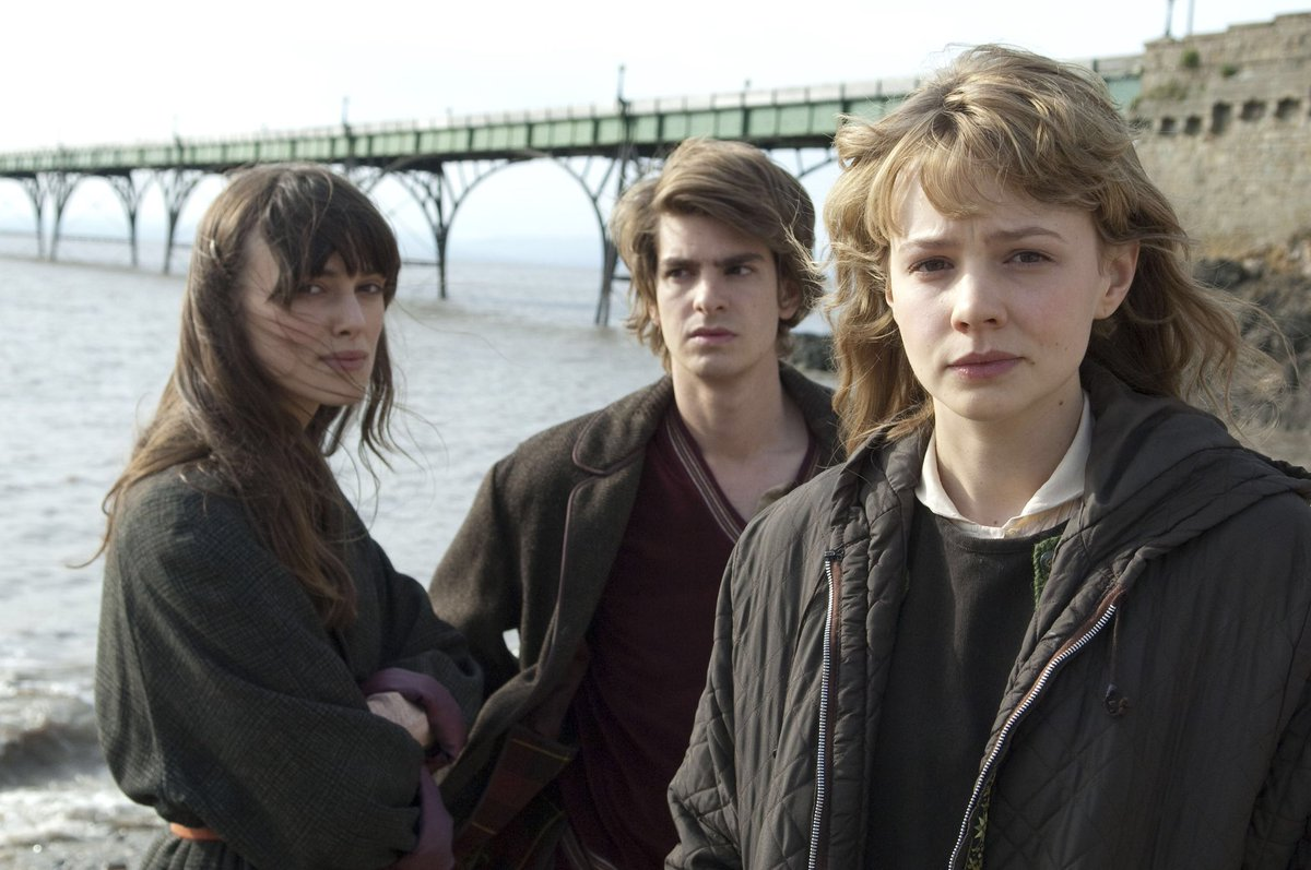 Best friends - Keira Knightley, Andrew Garfield and Carey Mulligan in Never Let Me Go (2010)