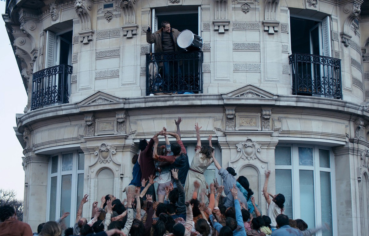 Anders Danielsen Lie turns a Parisian apartment into his own paradise from the zombie horde outside in The Night Eats the World (2018)