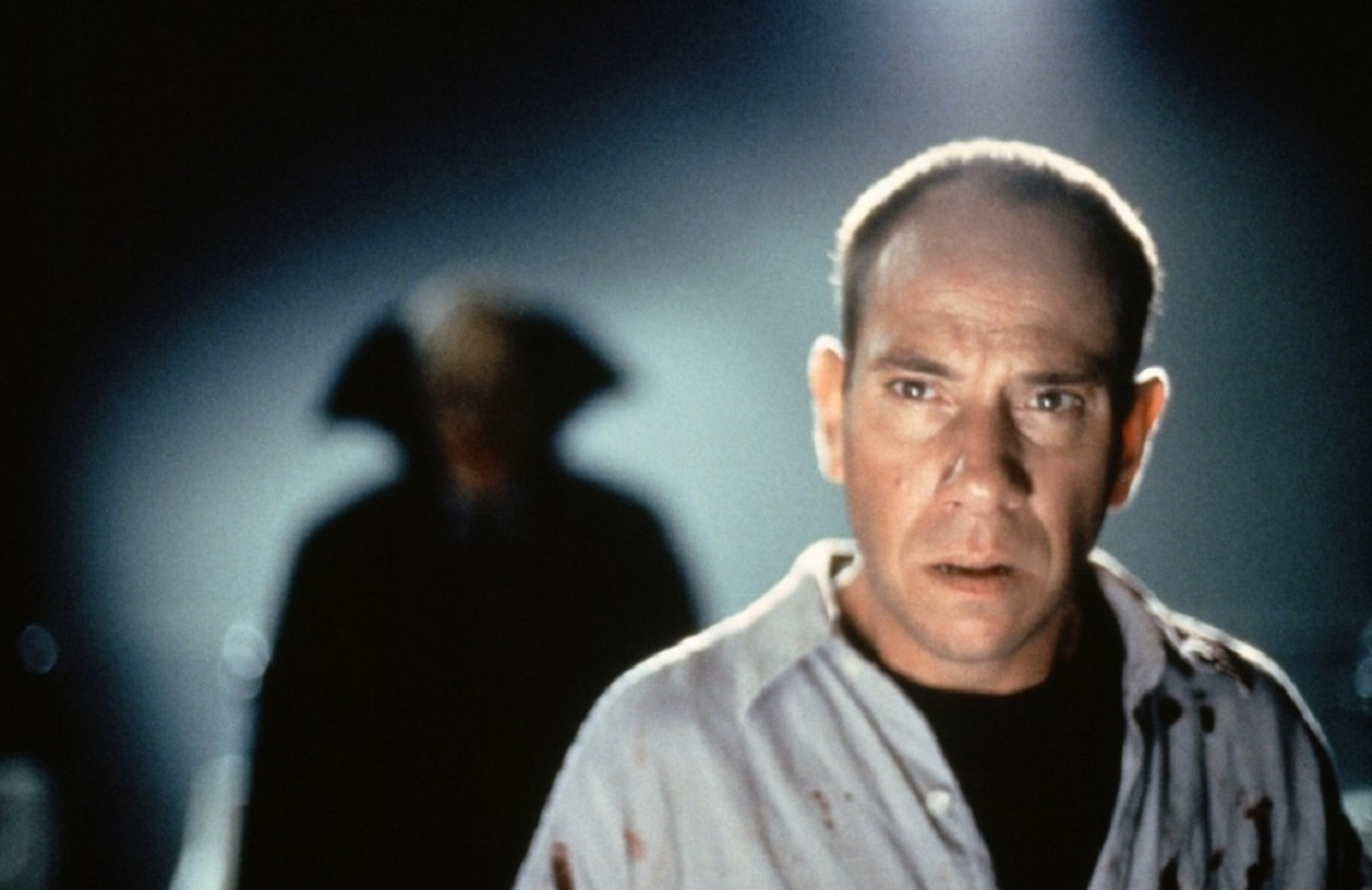 Miguel Ferrer as a journalist tracking a vampire in The Night Flier (1997)