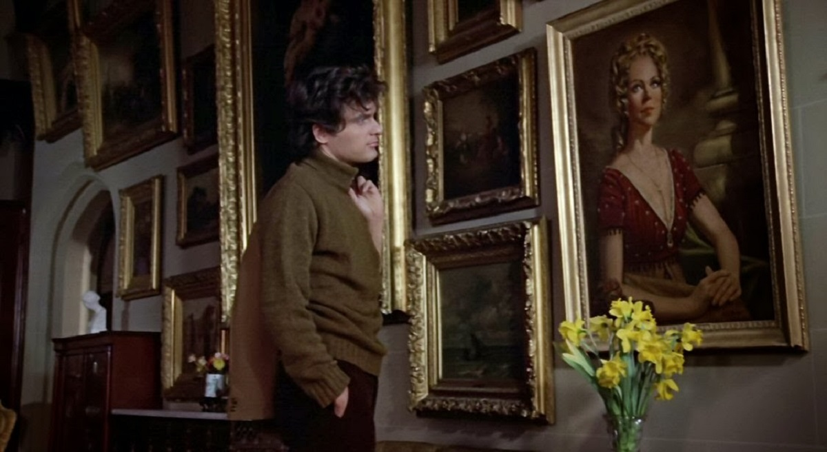 Quentin Collins (David Selby) gazes on a portrait of Angelique in Night of the Dark Shadows (1971)