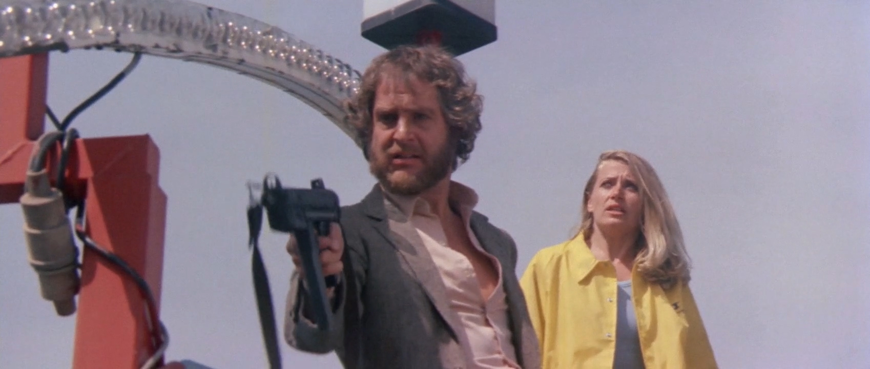 Hugo Stiglitz and Laura Trotter in Nightmare City (1980)