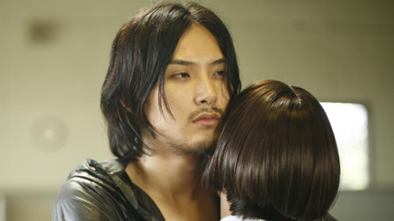 Ryuhei Matsuda comforts Yui Miura in Nightmare Detective 2 (2008)