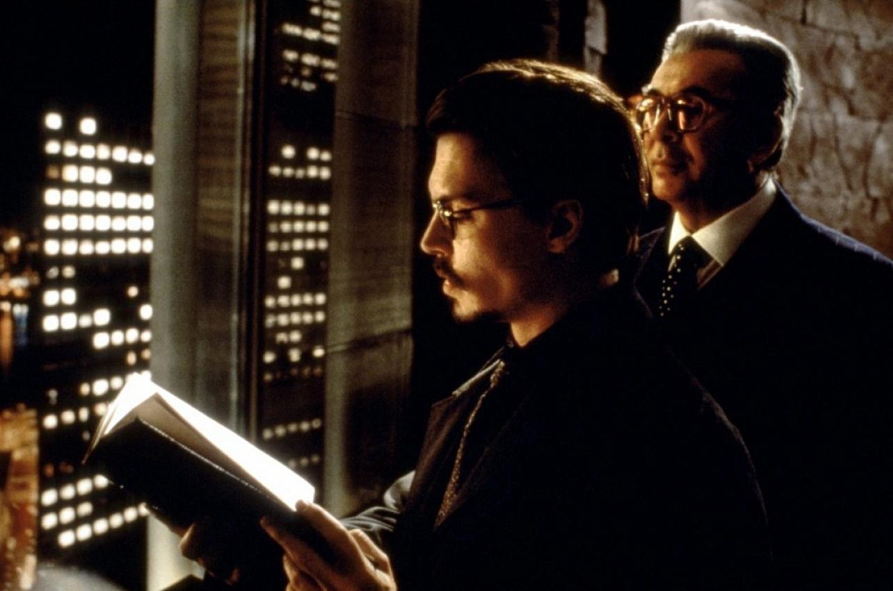 Dean Corso (Johnny Depp) and Boris Balkan (Frank Langella) in The Ninth Gate (1999)