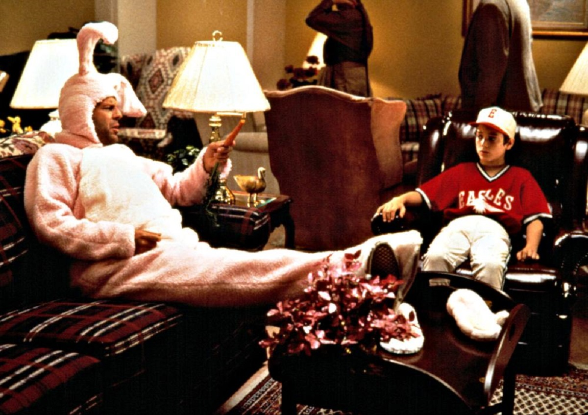 North (Elijah Wood) (r) and the Easter Bunny (Bruce Willis) (l) in North (1994)