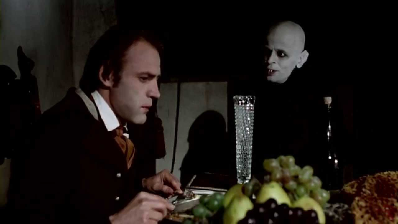 (l to r) Jonathan Harker (Bruno Ganz) dines with Dracula (Klaus Kinski) in Nosferatu the Vampyre (1979)