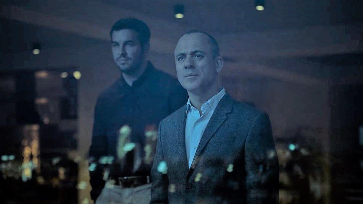 Javier Muñoz (Javier Gutierrez) and Tomas Andrade (Mario Casas) in The Occupant (2020)
