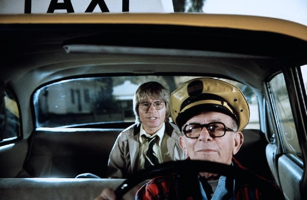 Jerry Landers (John Denver) takes a taxi ride with God (George Burns) in Oh, God! (1977)