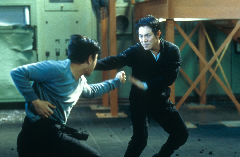 Jet Li in alternate world hopping action in The One (2001)