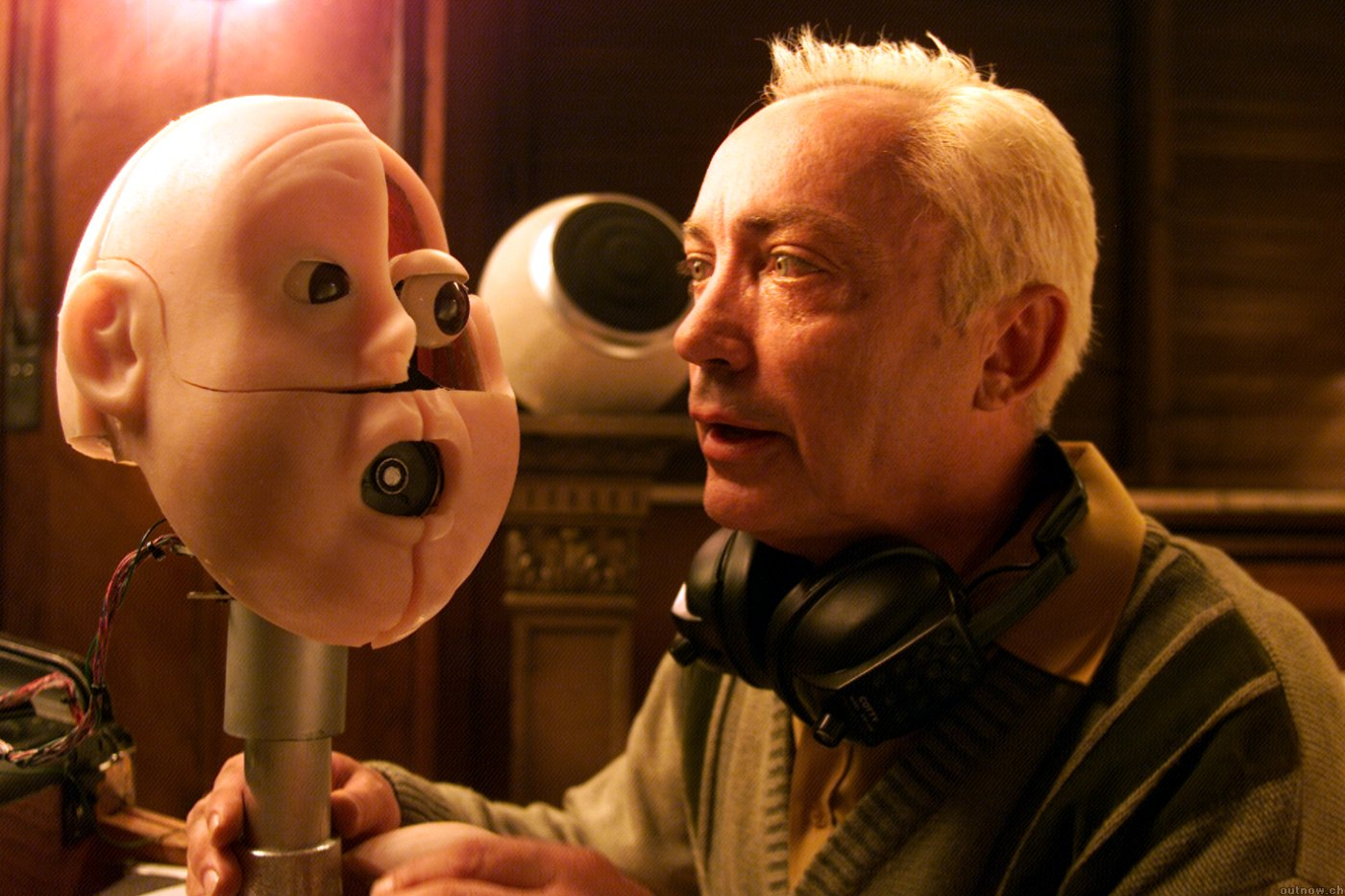Udo Kier with android head in One Point 0 (2004)