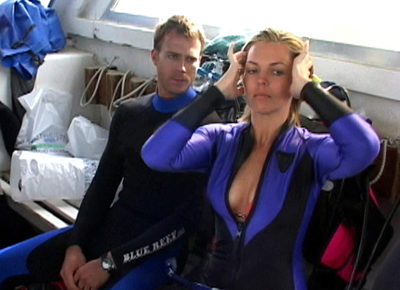Daniel Travis and Blanchard Ryan prepare to go diving in Open Water (2003)