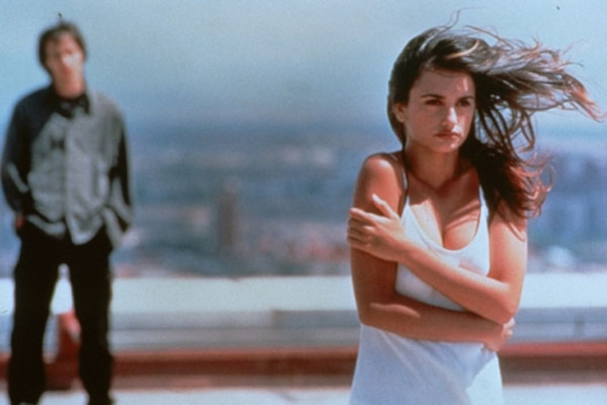 Eduardo Noriega and Penelope Cruz in Open Your Eyes (1997)