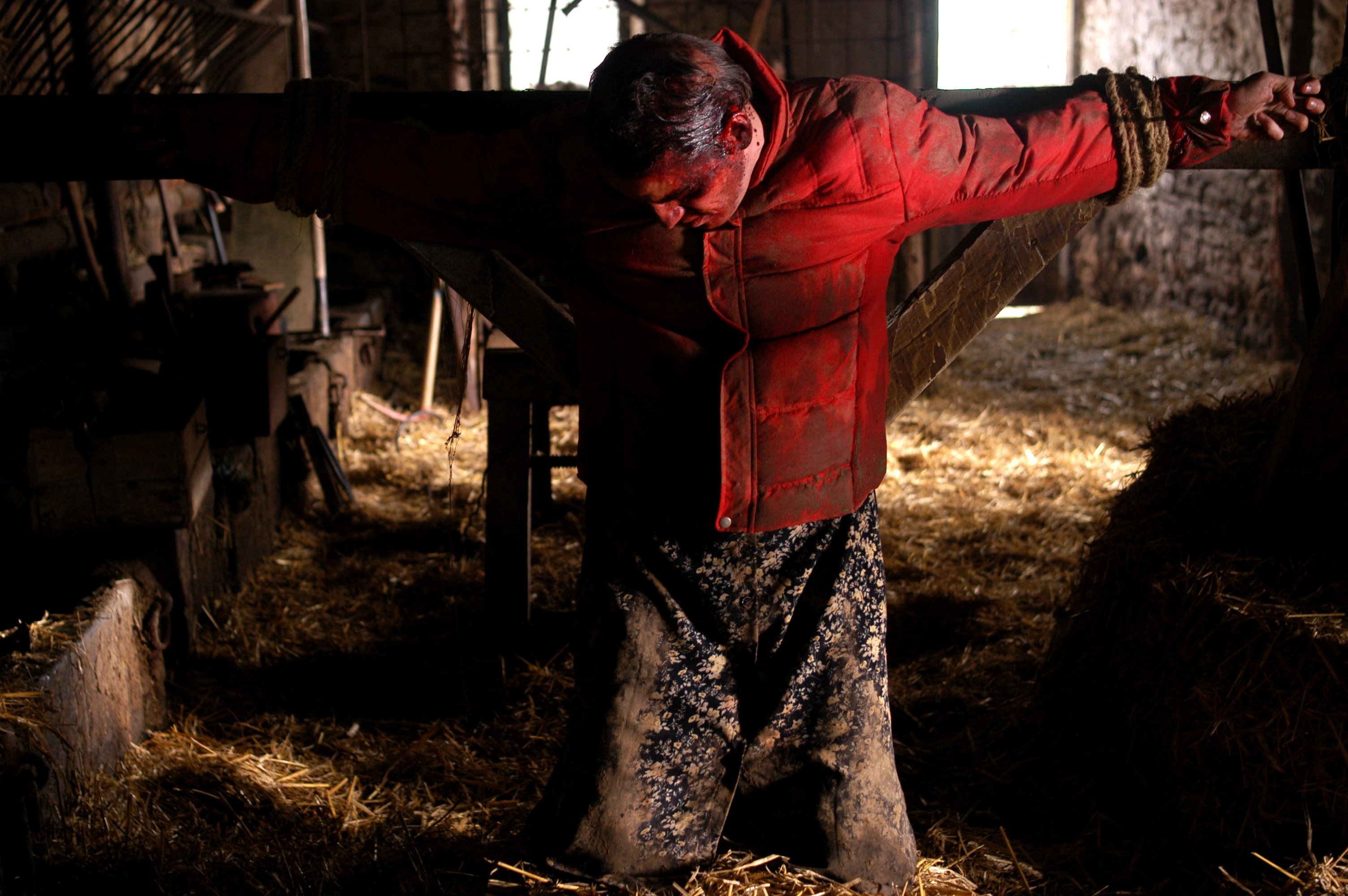Laurent Lucas crucified in The Ordeal (2004)