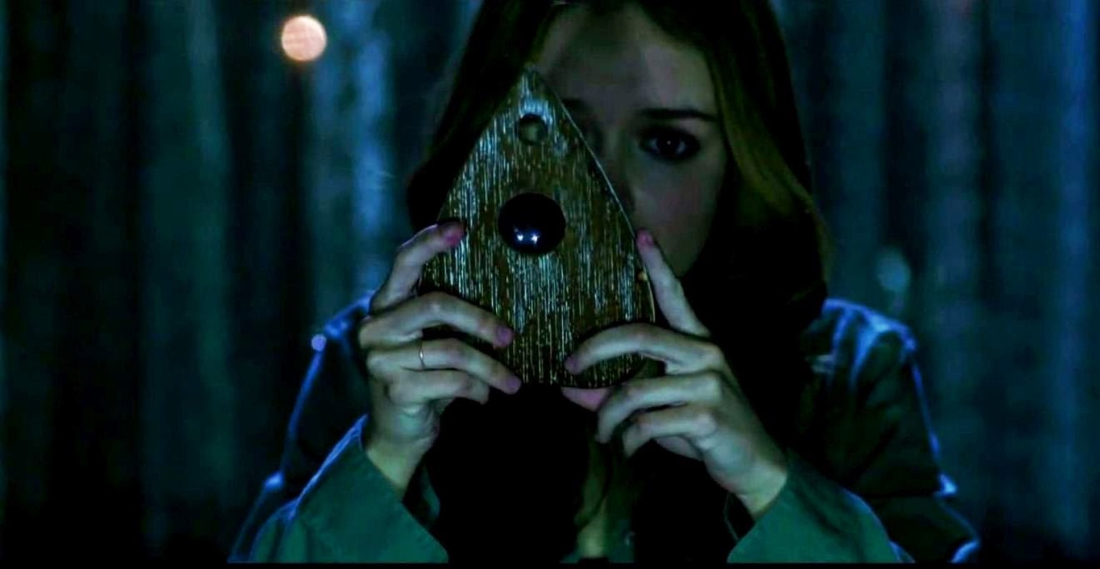 Olivia Cooke looks through the planchette in Ouija (2014)