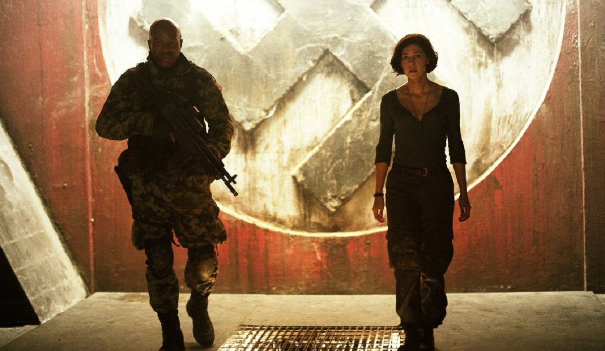 Catherine Steadman and soldier make their way into the Nazi bunker in Outpost: Black Sun (2012)