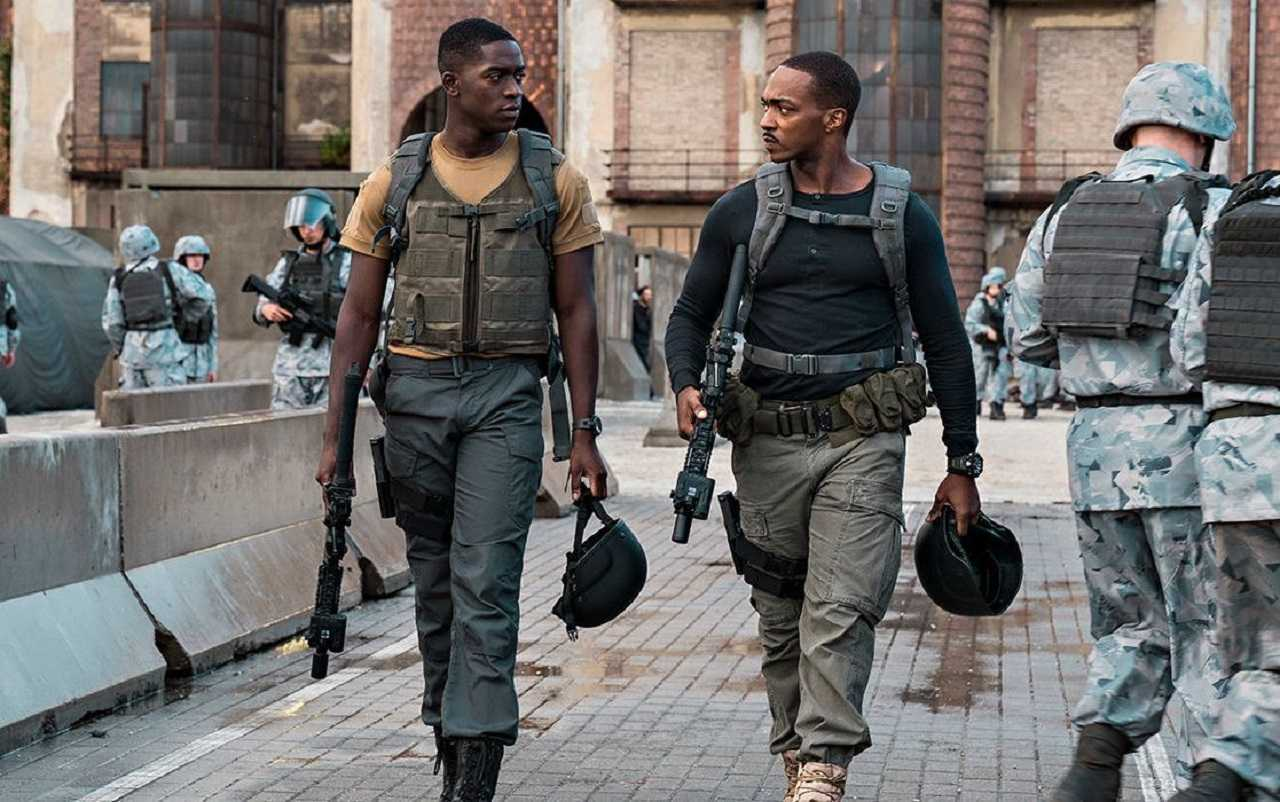 Lieutenant Thomas Harp (Damson Idris) and Captain Leo (Anthony Mackie) in the midst of the European war zone in Outside the Wire (2021)