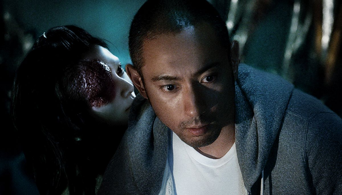 Ebizo Ichikawai haunted by the role he plays in a play in Over Your Dead Body (2014)