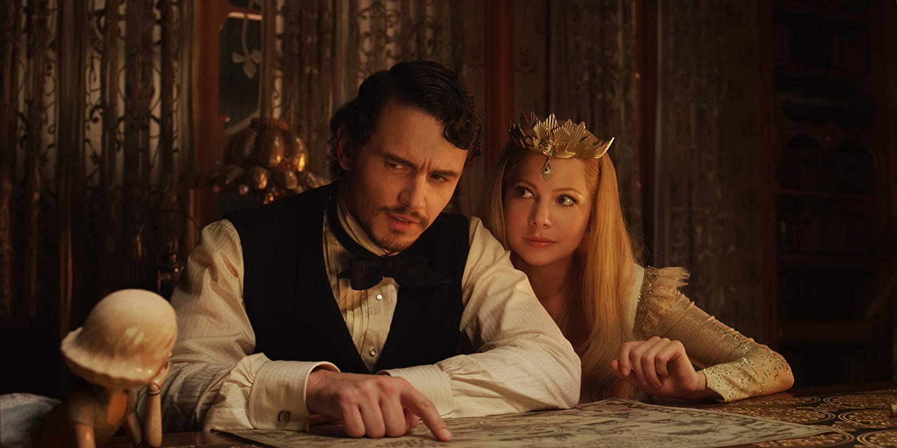 Oz (James Franco), Glinda (Michelle Williams) and the china doll girl in Oz: The Great and Powerful (2013)