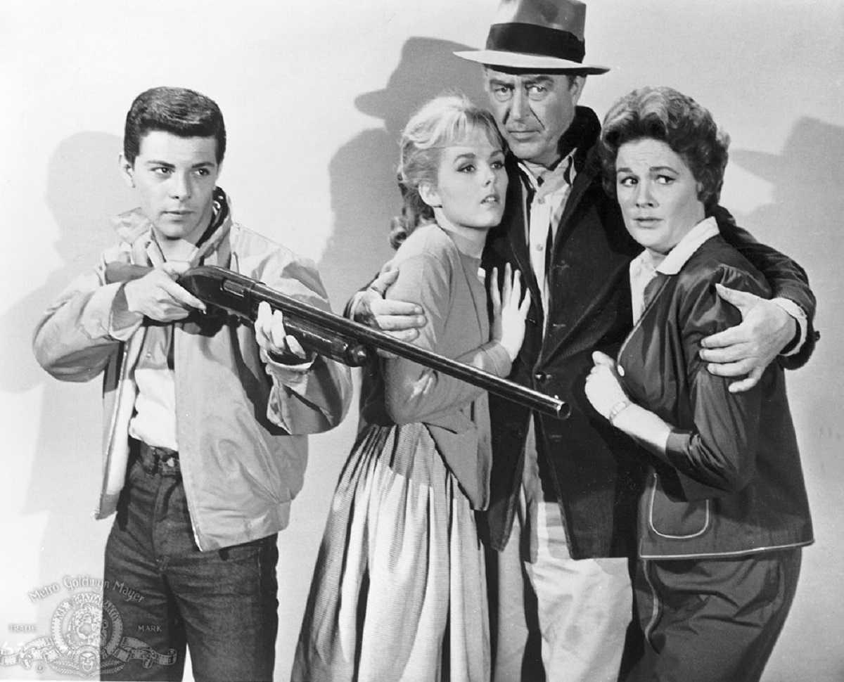 Frankie Avalon, Mary Mitchel, Ray Milland and Jean Hagen in Panic in Year Zero! (1962)