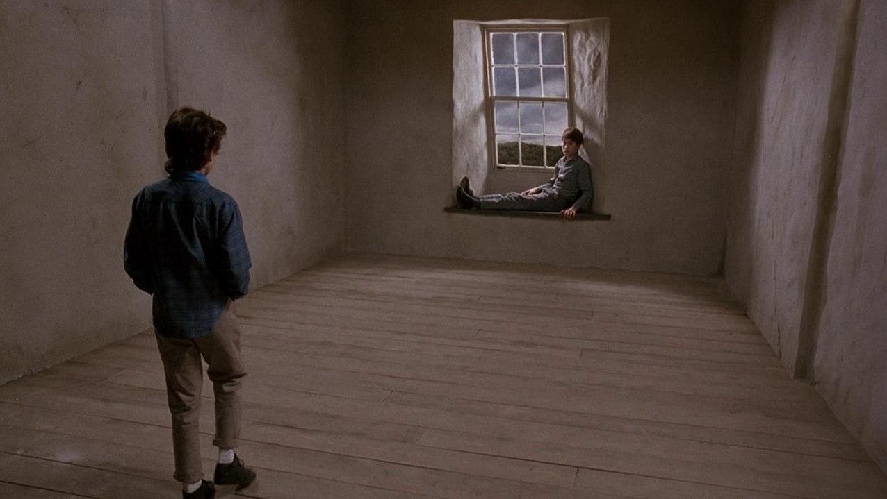 Anna (Charlotte Burke) meets Marc (Elliott Spears) inside the house in Paperhouse (1988)