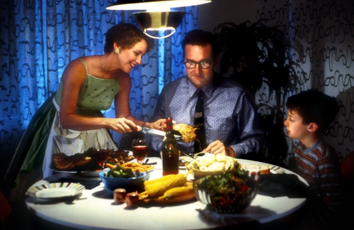 Young Bryan Madorsky (r) sits down to dinner with parents Mary Beth Hurt and Bob Balaban in Parents (1989)