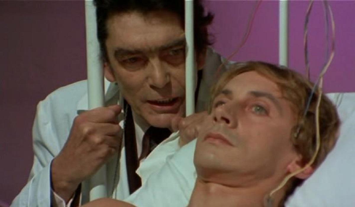 The comatose Patrick (Gianni Dei) and his father Sacha Pitoeff in Patrick Still Lives (1980)