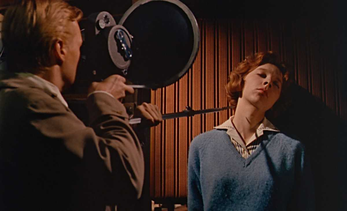 Carl Boehm films Anna Massey at the end of his tripod blade in Peeping Tom (1960)