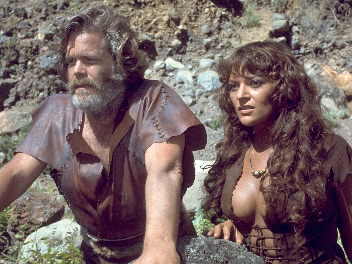 Doug McClure and prehistoric girl Dana Gillespie in The People That Time Forgot (1977)