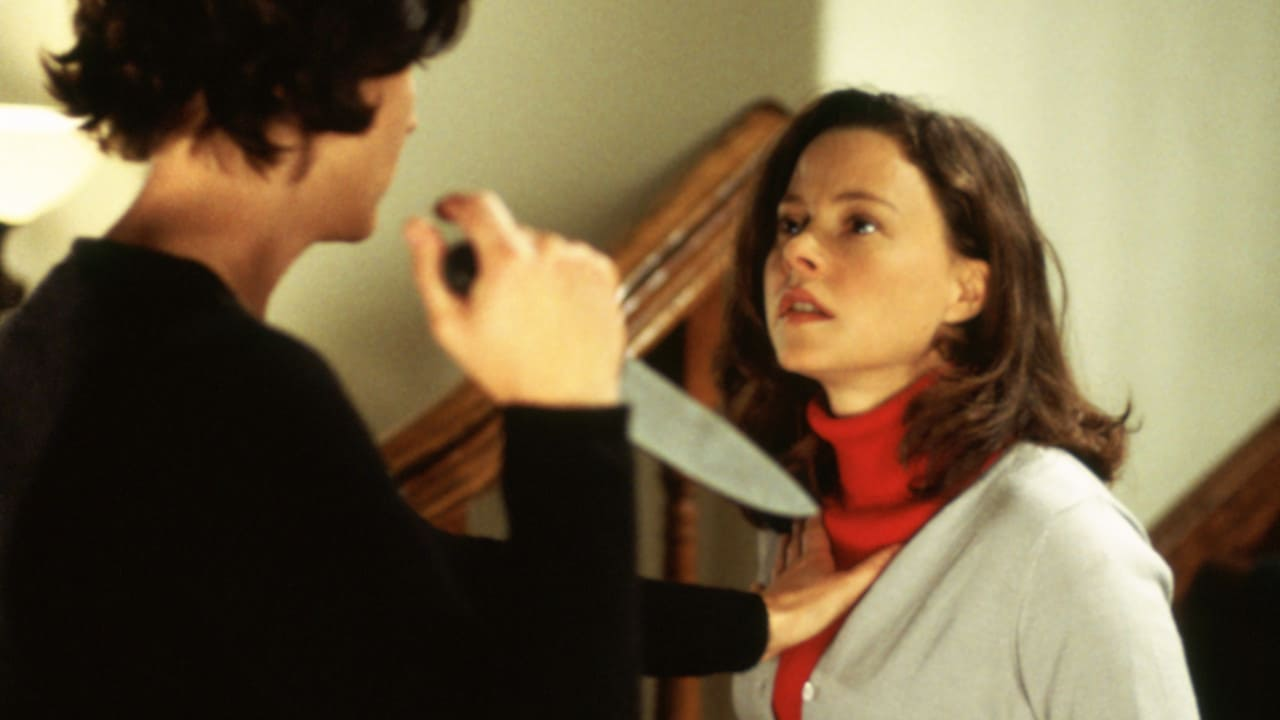 Nanny Tracy Nelson attacks daughter Dana Barron in The Perfect Nanny (2000)