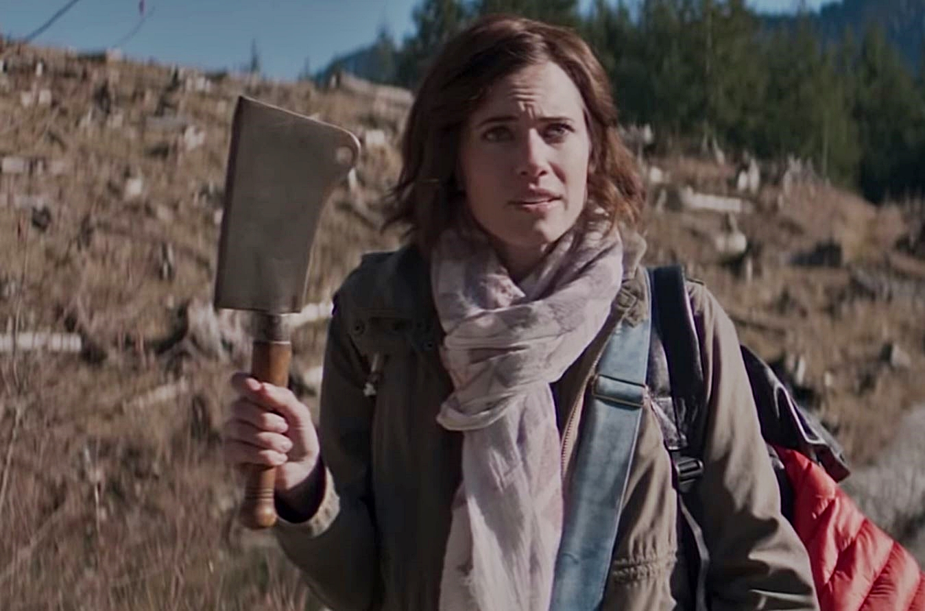Allison Williams and meat cleaver in The Perfection (2018)