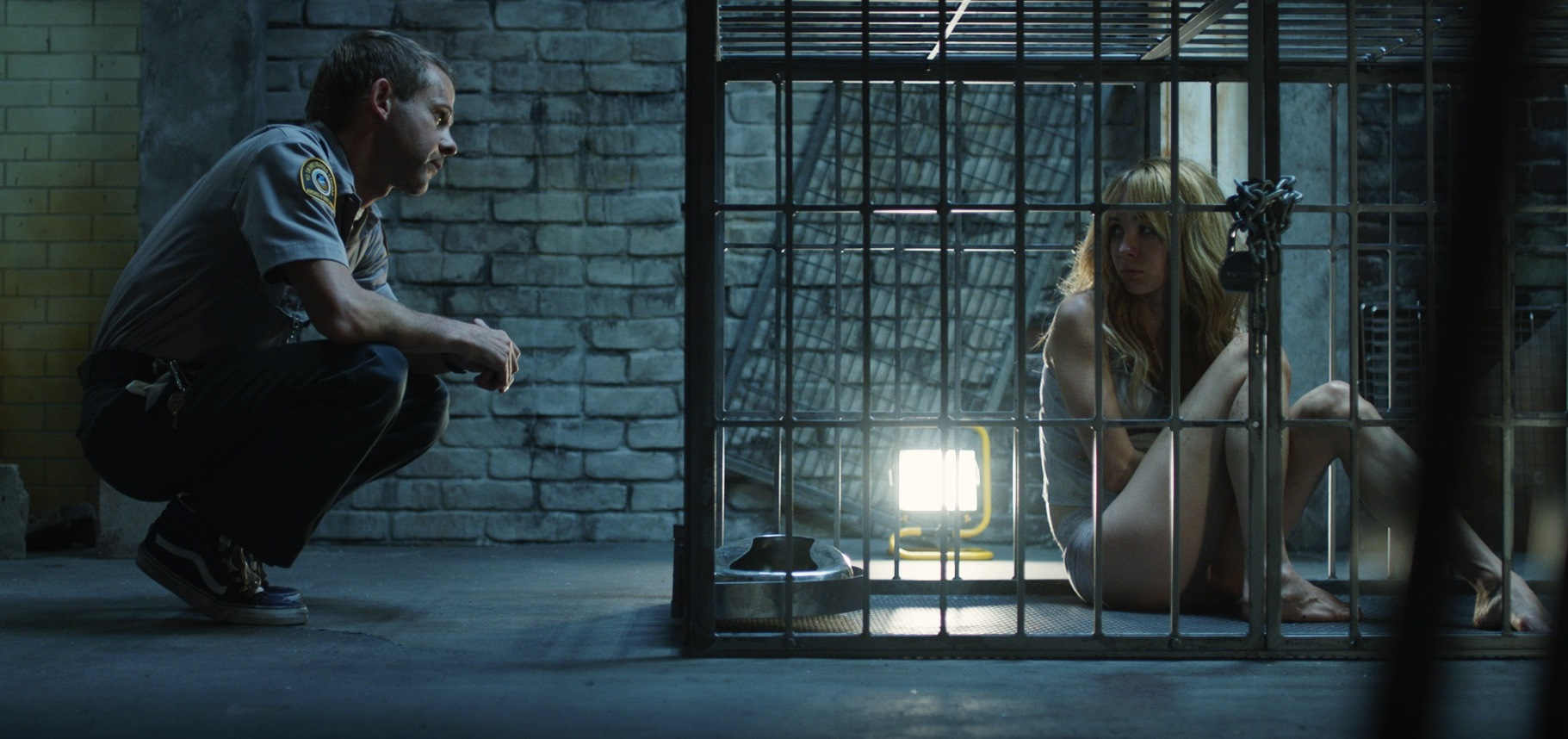 Dominic Monaghan with Ksenia Solo imprisoned in a cage in Pet (2016)
