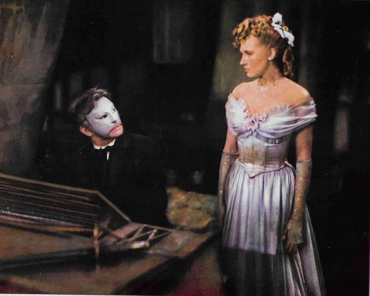 The Phantom (Claude Rains) takes Christine DuBois (Susanna Foster) for personal music tuition in Phantom of the Opera (1943)