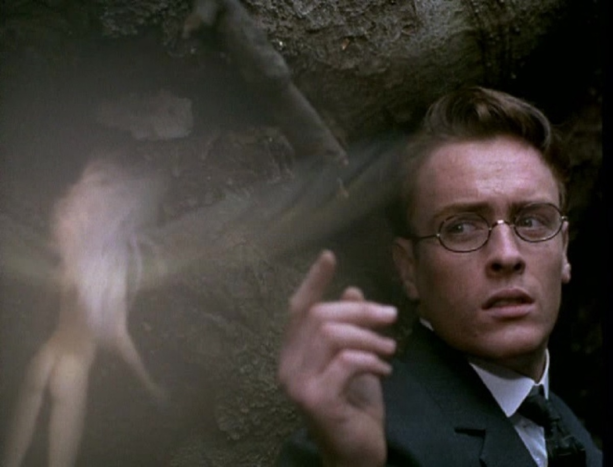 Toby Stephens encounters fairies in Photographing Fairies (1997)