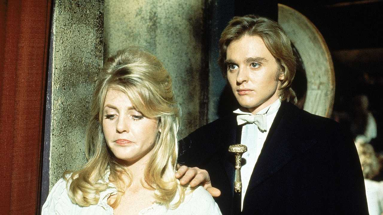 Dorian Gray (Shane Briant) and Sibyl Vane (Vanessa Howard) in The Picture of Dorian Gray (1973)