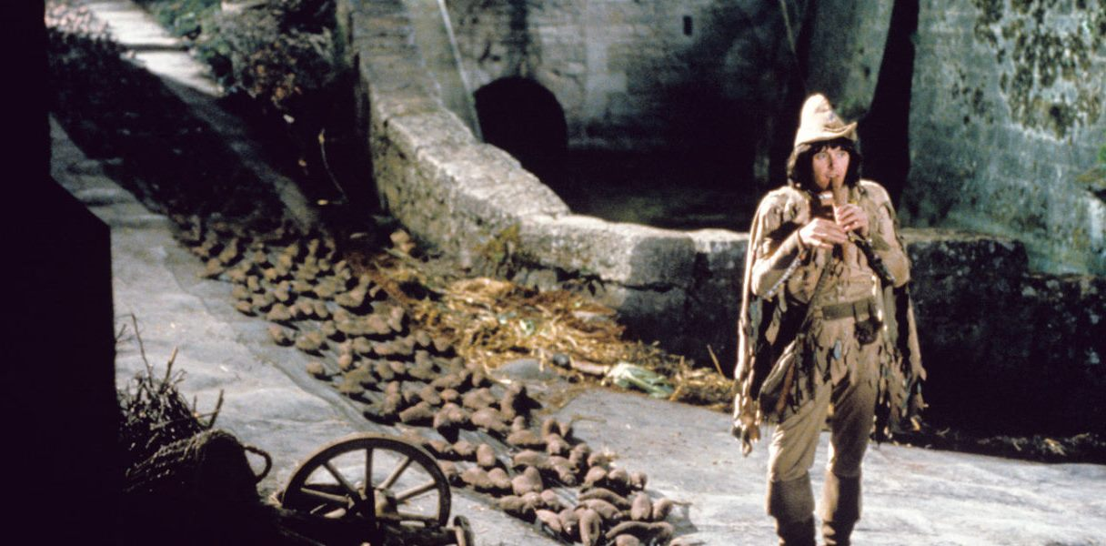 The Pied Piper (Donovan) leads the rats away in The Pied Piper (1972)