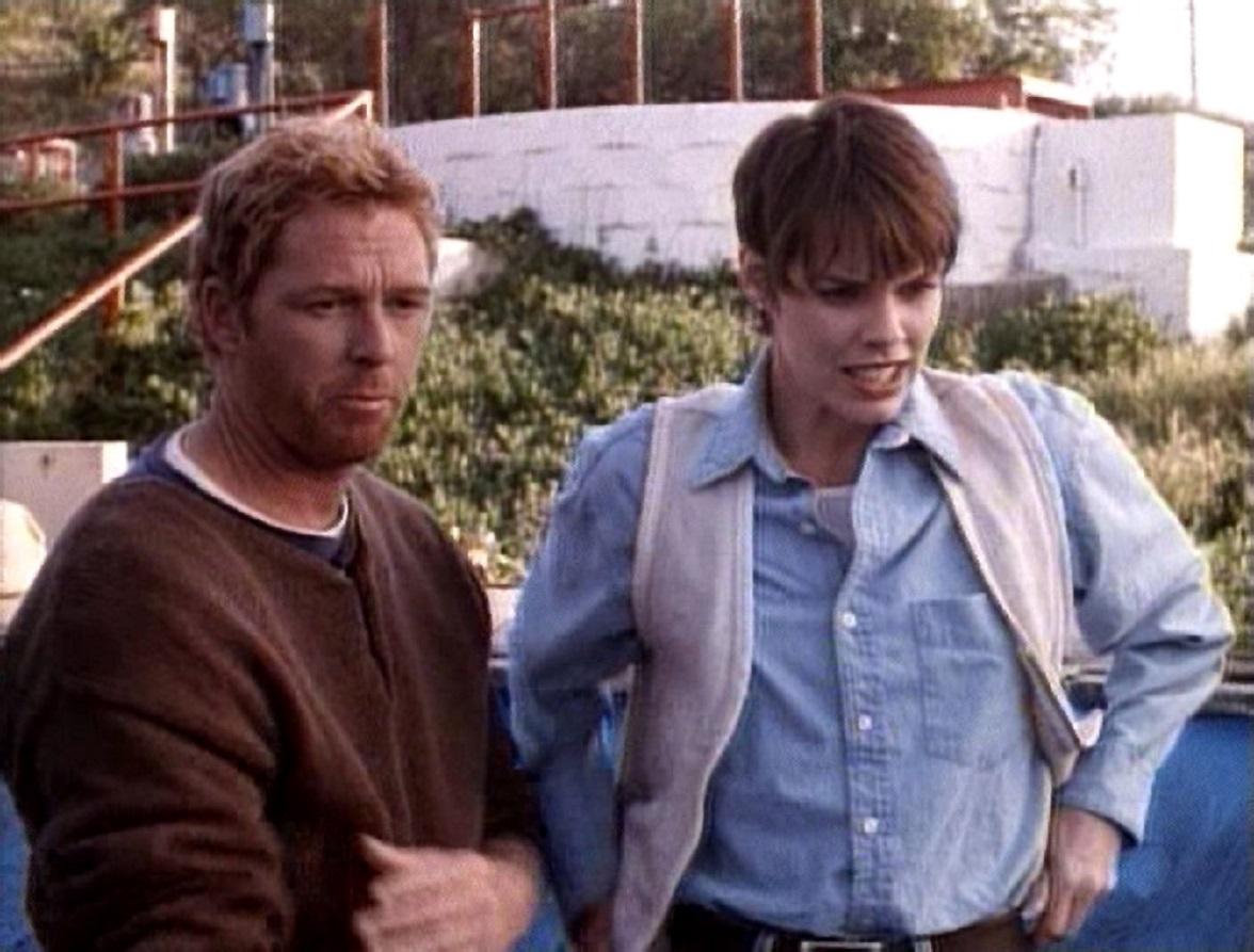 William Katt and Alexandra Paul in Piranha (1995)