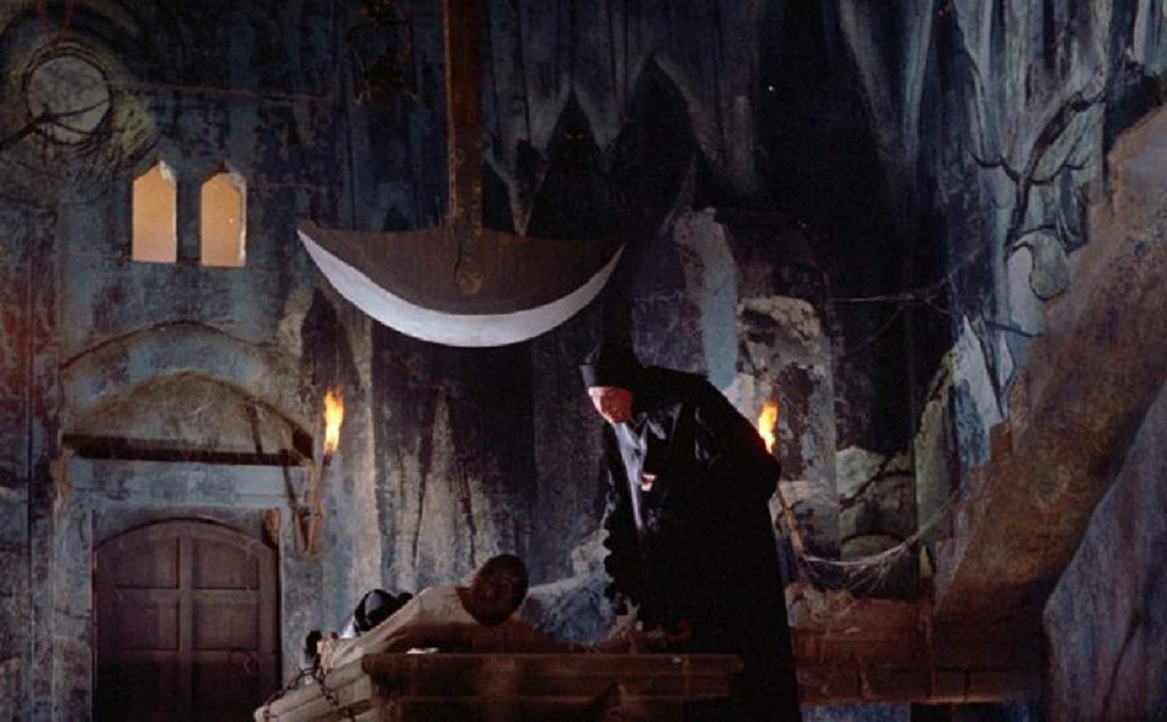 Vincent Price imprisons John Kerr on the pendulum in Pit and the Pendulum (1961)