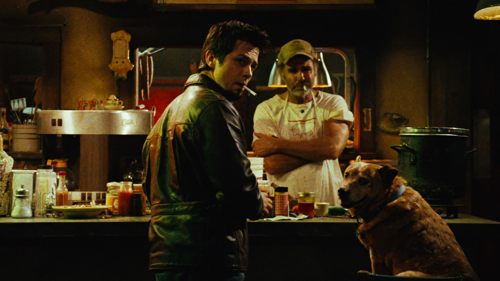 (l to r) Tow truck driver Freddy Rodriguez and Bone Shack owner Jeff Fahey in Planet Terror (2007)