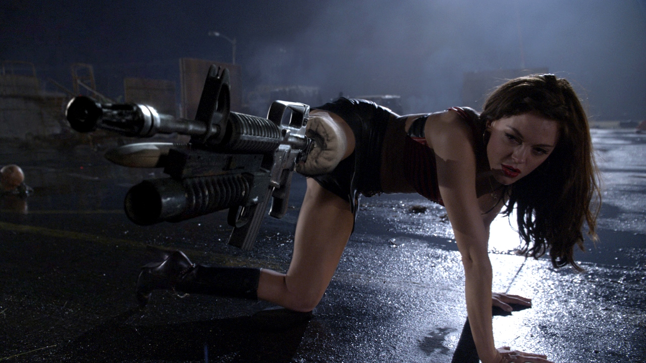 Rose McGowan with machine-gun leg attachment in Planet Terror (2007)