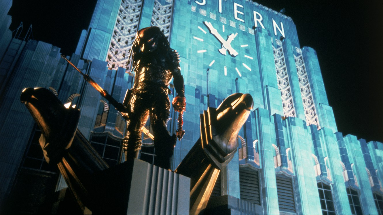 The Predator comes to L.A. in Predator 2 (1990)