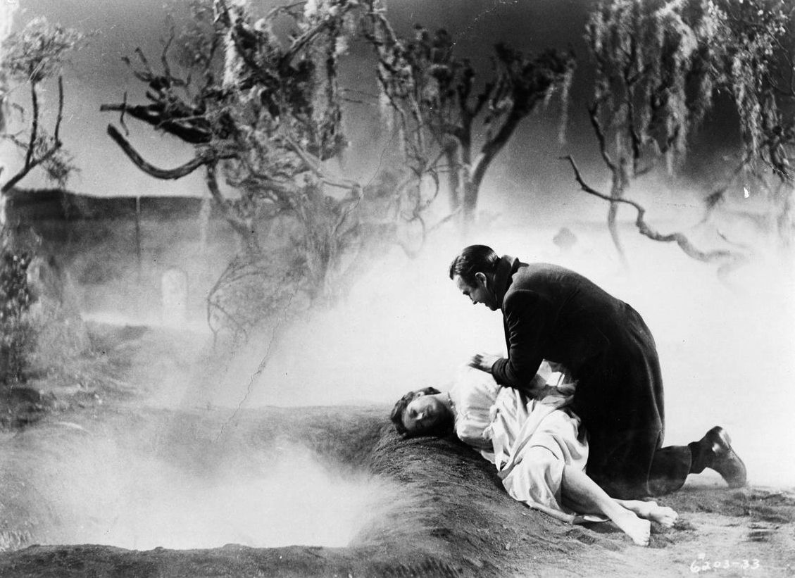 Ray Milland and an unconscious Hazel Court in Premature Burial (1962)