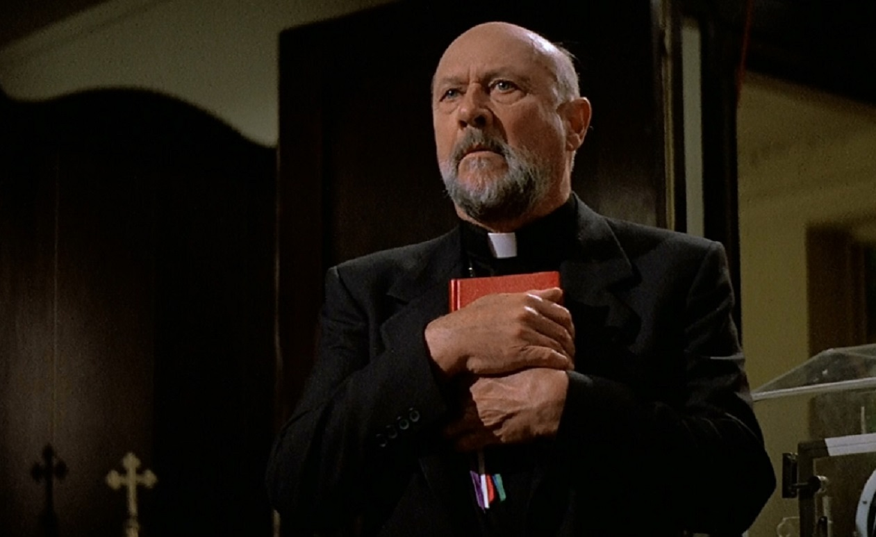 Donald Pleasence as the priest in Prince of Darkness (1987)
