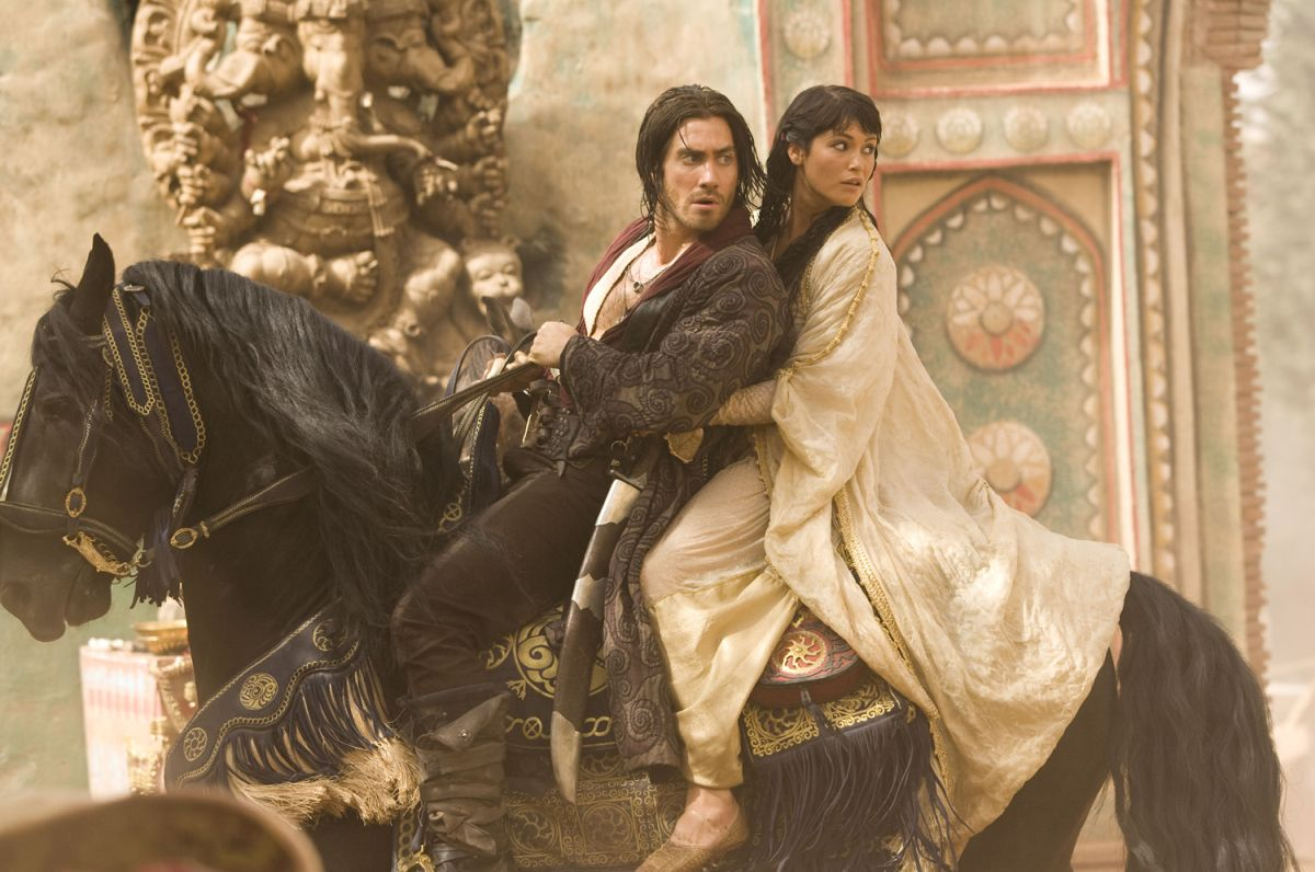Prince Dastan (Jake Gyllenhaal ) and Princess Tamina (Gemma Arterton_) escape by horseback in Prince of Persia: The Sands of Time (2010)