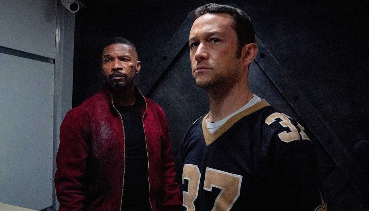 The Major (Jamie Foxx) and detective Frank Shaver (Joseph Gordon-Levitt) in Project Power (2020)