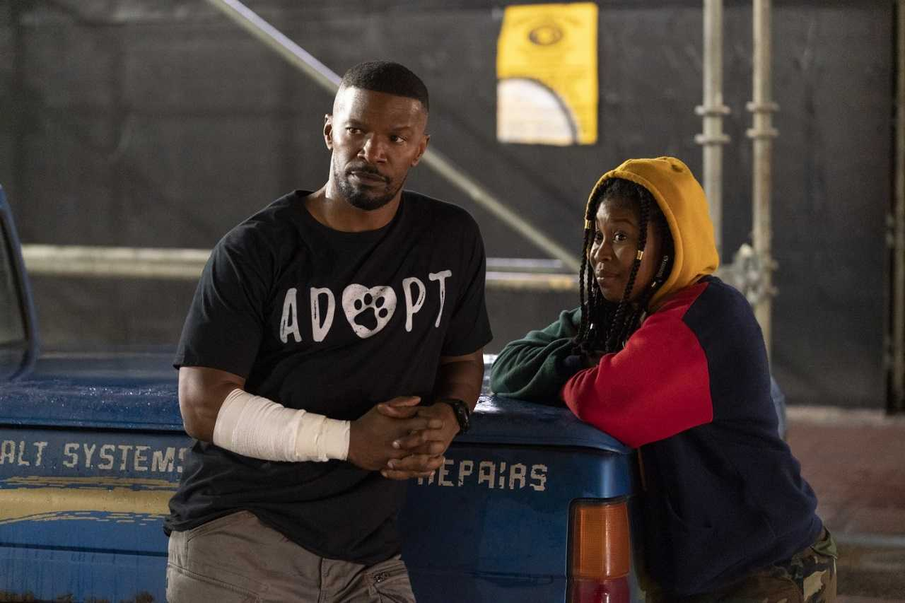 The Major (Jamie Foxx) and Robin Reilly (Dominique Fishback) in Project Power (2020)
