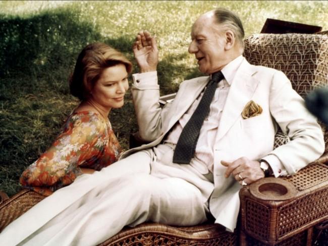 Aging writer John Gielgud with daughter Ellen Burstyn in Providence (1977)