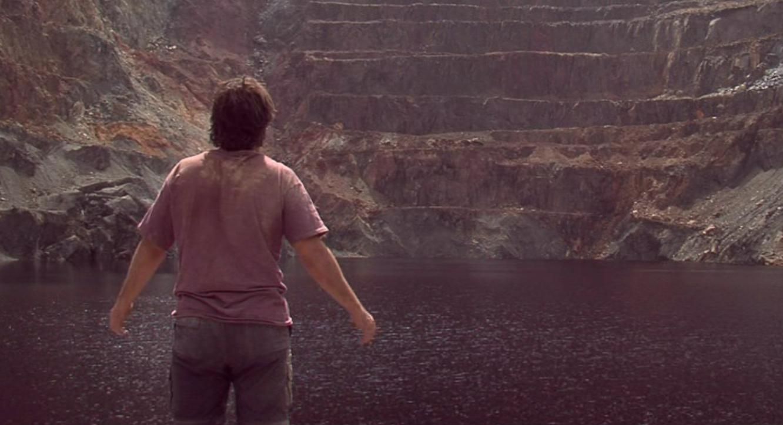 Science-fiction fan Oriol Aubets is transported to an alien planet in Proxima (2007)