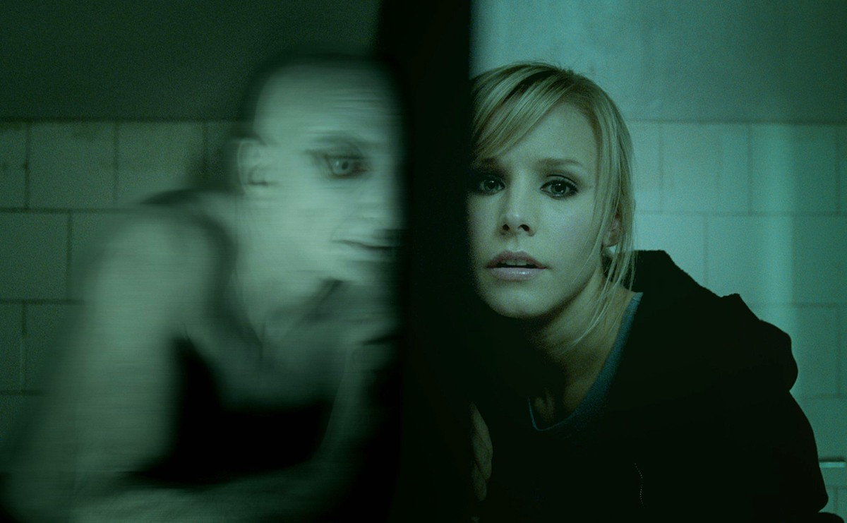 Kristen Bell encounters soul-sucking creatures from the internet in Pulse (2006)